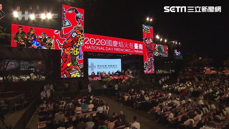 台南50年首次!蔡英文登國慶焰火驚喊:年輕人都來南漂了