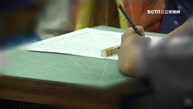 寫作業、小學童、男童/資料照