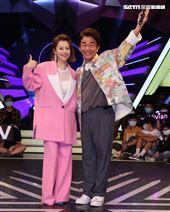 徐若瑄與「綜藝大熱門」主持人吳宗憲。(記者邱榮吉/攝影)