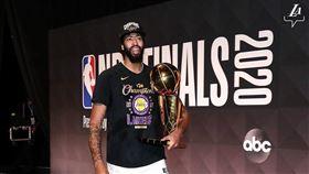 NBA/有權跳脫合約 一眉回應未來 NBA,洛杉磯湖人,Anthony Davis,合約,球員選項 翻攝自湖人官方IG
