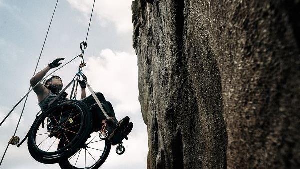 亞洲攀岩王身殘心不殘 半身癱瘓徒手攀登101高度!