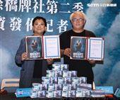 AKA 486先生陳延昶、國際橋牌社製作人汪怡昕簽署合作合約。(記者邱榮吉/攝影)
