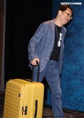 AKA 486先生陳延昶用行李箱裝著千萬鈔票投資「國際橋牌社第二季」。(記者邱榮吉/攝影)