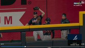 ▲勇士終結者莫蘭森(Mark Melancon)連2天在牛棚接到隊友的全壘打。(圖/翻攝自MLB官網)