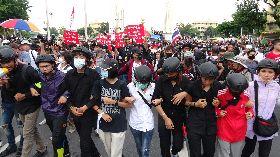 泰國上千民眾遊行反政府