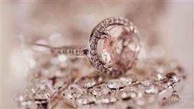 鑽石,珠寶,鑽戒(示意圖/翻攝自Pixabay)