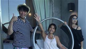 小嫻近日和梁赫群、張文綺一起錄外景節目。(圖/TVBS提供)