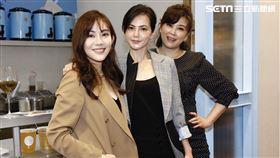 簡沛恩邀好友方馨、王宇婕出席加盟展為手搖飲品牌站台。(圖/記者林聖凱攝影)