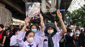 泰國學生上街抗議