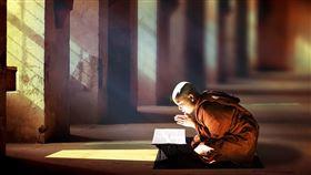 念經,佛教徒(示意圖/翻攝自pixabay)