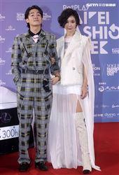 鍾瑤、吳思賢出席「2020臺北時裝週」壓軸時尚大秀。(記者邱榮吉/攝影)
