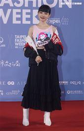 姚愛甯出席「2020臺北時裝週」壓軸時尚大秀。(記者邱榮吉/攝影)