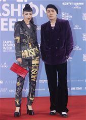 李函、黃宣出席「2020臺北時裝週」壓軸時尚大秀。(記者邱榮吉/攝影)