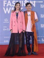 黃子佼、孟耿如出席「2020臺北時裝週」壓軸時尚大秀。(記者邱榮吉/攝影)