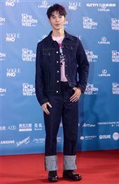 許光漢出席「2020臺北時裝週」壓軸時尚大秀。(記者邱榮吉/攝影)