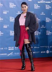 蔡詩芸出席「2020臺北時裝週」壓軸時尚大秀。(記者邱榮吉/攝影)