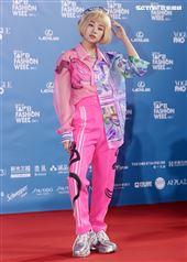 鬼鬼出席「2020臺北時裝週」壓軸時尚大秀。(記者邱榮吉/攝影)