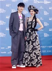 范少勳、曾之喬出席「2020臺北時裝週」壓軸時尚大秀。(記者邱榮吉/攝影)