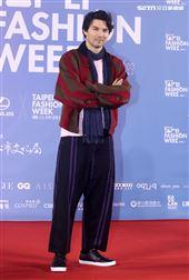 鳳小岳出席「2020臺北時裝週」壓軸時尚大秀。(記者邱榮吉/攝影)