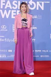 楊謹華出席「2020臺北時裝週」壓軸時尚大秀。(記者邱榮吉/攝影)