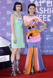 徐若瑄、林依晨出席「2020臺北時裝週」壓軸時尚大秀。(記者邱榮吉/攝影)