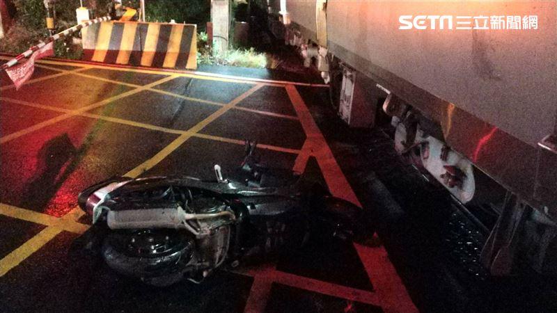 快訊/台鐵深夜驚傳撞到摩托車 「楊梅到富岡」區間誤點