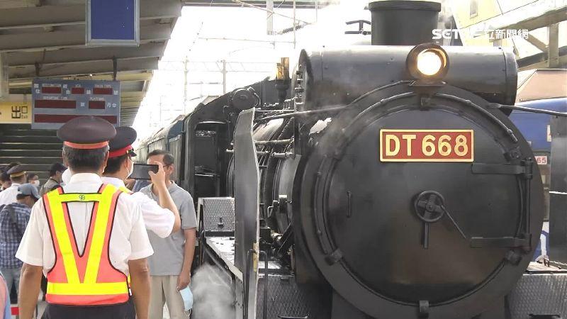 亂象多!搶拍蒸氣火車之王DT668 鐵道迷闖鐵軌躲樹叢