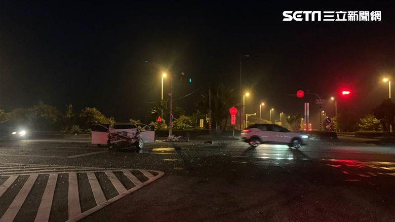 國道10號末凌晨2車對撞…6人急送醫!白車慘況曝光