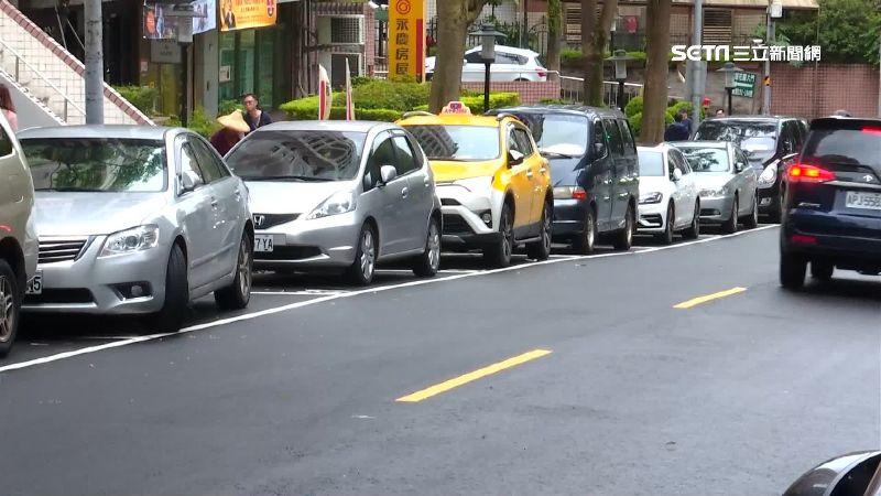 小黃運將提路邊免費停車1小時 北市府將討論!開車族反彈