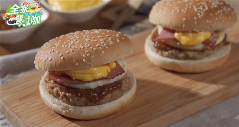 全家「新漢堡」零負評!肉超厚…她咬下大滿足:怒吃2個