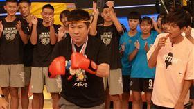 胡瓜表演泰拳。(圖/民視提供)