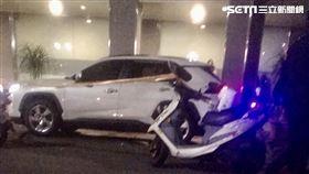 台北市中山區1名男子突然在車內暴斃身亡。(圖/讀者提供)