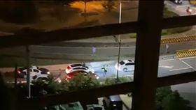 新北市五股區發生槍擊事件,警員朝拒檢車輛連開11槍。(圖/翻攝臉書社團《我是五股人》)