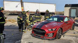 最狂消防隊 將史上最強野馬切成廢鐵