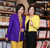 于美人、余湘跨界人生「意外之外」新書發表會。(記者邱榮吉/攝影)