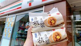 小七開賣台北人氣夯早餐「阜杭豆漿飯糰」。(圖/業者提供)