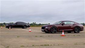 ▲勞斯萊斯Wraith Black Badge VS賓利Continental GT(圖/翻攝自Carwow Youtube)