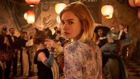 莉莉詹姆斯,Lily James,蝴蝶夢,婚姻,觀點 (圖/Netflix提供)