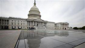 美議員致函蓬佩奧  籲重新檢視美台關係不當限制多名美國聯邦眾議員4日致函美國國務卿蓬佩奧,呼籲他更新美國「對台交往準則」,並檢視其中對美台關係加諸的不必要限制。圖為美國國會大廈外觀。中央社記者徐薇婷華盛頓攝  109年5月8日