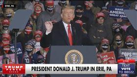 美國總統大選倒數兩週,在關鍵的最終場電視辯論登場前,現任總統川普20日前往兵家必爭的賓夕法尼亞州參加造勢。(圖取自facebook.com/DonaldTrump)