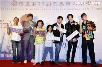 導演鄭有傑(右三)、楊雅喆(左)、陳淑芳、姚淳耀(右二)、是元介(左二)、白潤音、王可元(右)出席「親愛的房客」首映會。(記者邱榮吉/攝影)