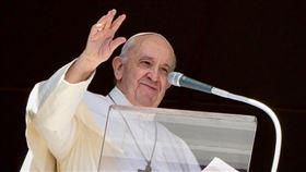 天主教教宗方濟各表示同性戀者應受「伴侶關係」(civil union)法保護,這是他7年前獲選教宗迄今對同志權利做出最清楚明確的表態。(圖/翻攝自教宗方濟各IG網頁instagram.com/franciscus)