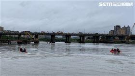 新店溪,墜河,中正橋改建工程,工安意外 翻攝畫面