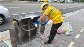 行人垃圾桶,公共垃圾桶,台北,清潔工,倒垃圾(圖/翻攝自北市環保局)