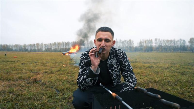 賓士最強千萬四門轎跑老修不好 俄羅斯網紅暴怒竟放火燒車