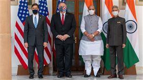 美印2+2對話  出席4位部長合影美國與印度2+2對話27日在新德里舉行,出席的(右起)印度外交部長蘇杰生、印度國防部長辛赫、美國國務卿蓬佩奧、美國國防部長艾斯培一起合影。(印度外交部提供)中央社記者康世人新德里傳真  109年10月27日