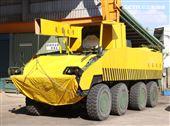 雲豹甲車偽裝成工程車與起重車,戰車則遁入資源回收場廢鐵堆中,難以辨識車型。。(記者邱榮吉/攝影)