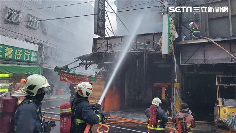 三重公寓火警!檳榔攤前瓦斯桶突爆炸 釀1死1昏迷2嗆傷