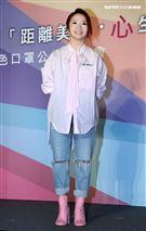 陶晶瑩大膽玩色為醫療公益活動暖心獻愛。(記者邱榮吉/攝影)
