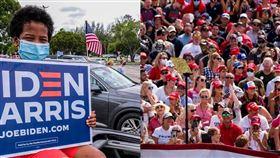 總統川普與民主黨籍對手拜登造勢防疫做法不同,拜登採開車入場(左),川普支持者(右)則有許多人沒戴口罩。(圖取自facebook.com/joebiden、facebook.com/DonaldTrump)